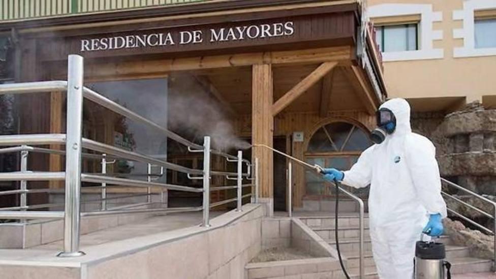 Desinfecciòn en una residencia de mayores. EFE
