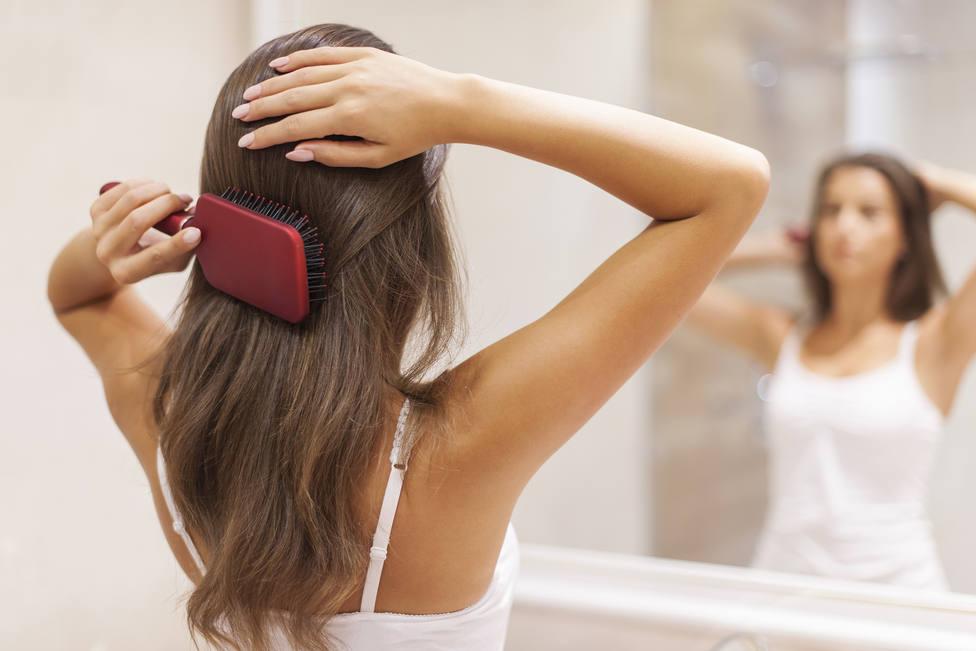 Si cepillas tu pelo de arriba a abajo, no lo haces correctamente