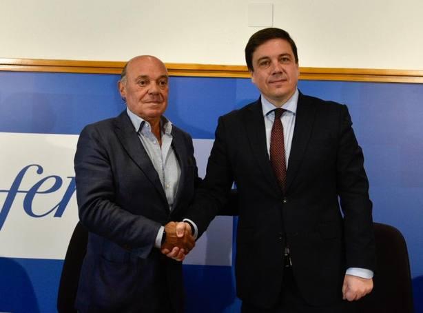 Galiana y García Calzada tras firmar el convenio