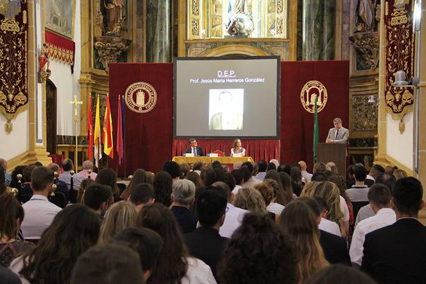 Emotivo homenaje al Doctor Herreros en la presentación del Grado de Medicina