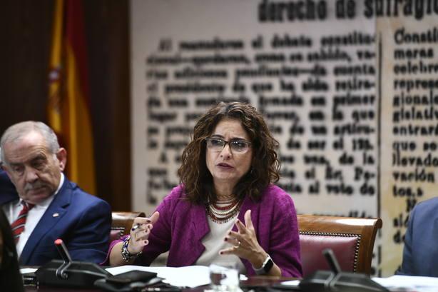 Montero prevé eliminar el veto del Senado a la senda de déficit y critica el desprecio del PP a las CCAA