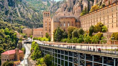 Monasterio de Montserrat: Las cinco iglesias más bonitas que tienes que visitar si viajas a Cataluña