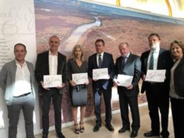 La consejera de Cultura, el alcalde y el presidente de la Diputación asisten a la apertura de la exposición S