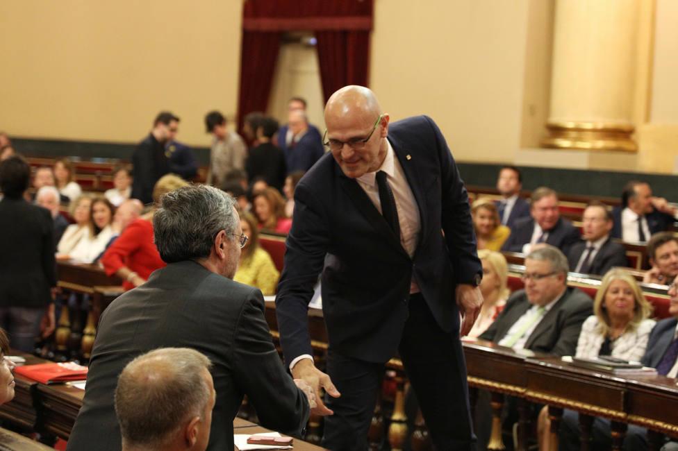 Romeva en el pleno del Senado: un vídeo subido a Twitter y un abrazo a su mujer aprovechando una salida al baño