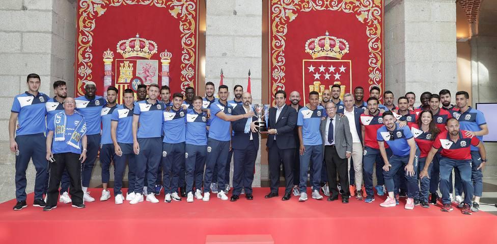 Rollán homenajea al CF Fuenlabrada tras su ascenso a Segunda División