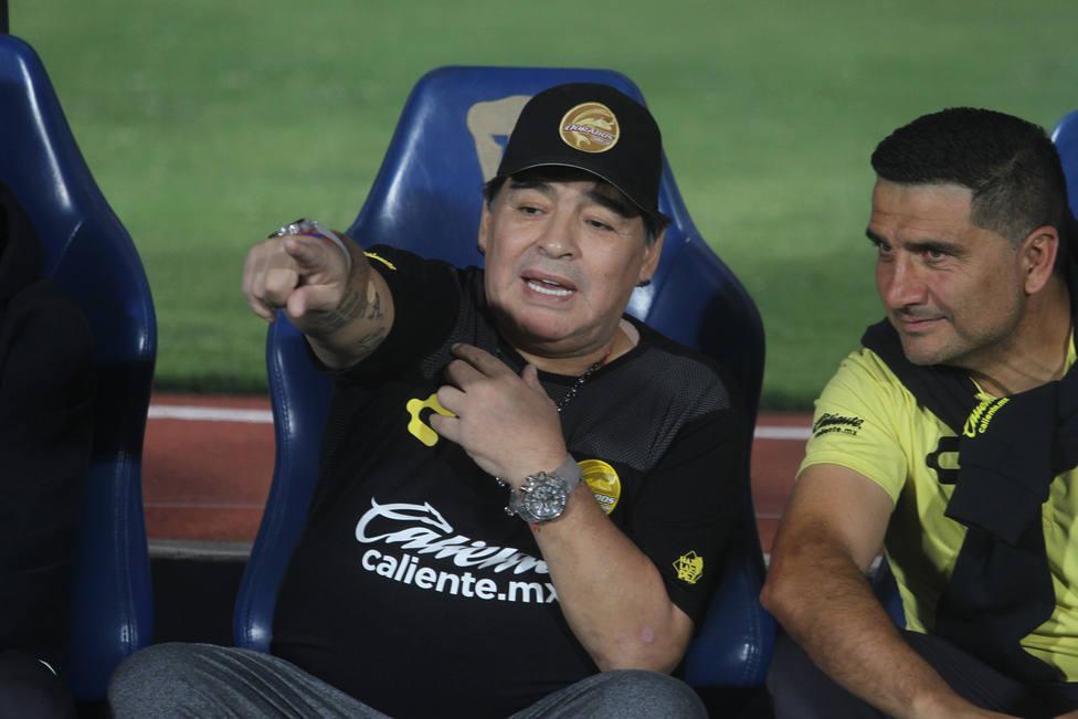 Maradona deja de ser entrenador de Dorados de Sinaloa por recomendación médica