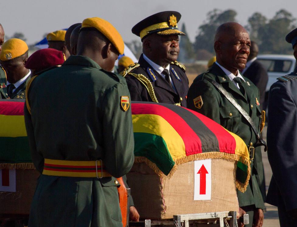 Varios heridos por una estampida humana para ver el féretro de Mugabe en Harare