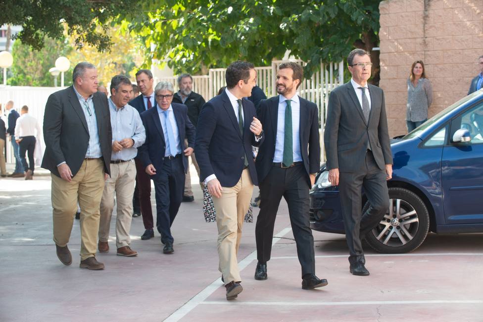 Casado apunta a un empate técnico con el PSOE y avisa que la única tabla de salvación de Sánchez son Cs y Vox