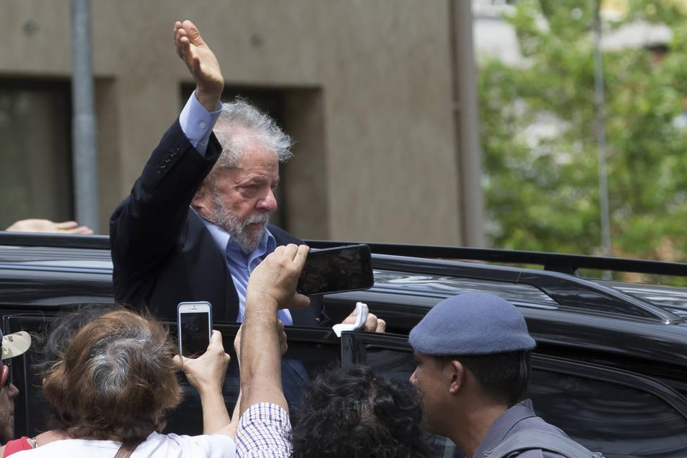 Lula sale de prisión después año y medio para esperar en libertad la resolución de sus procesos