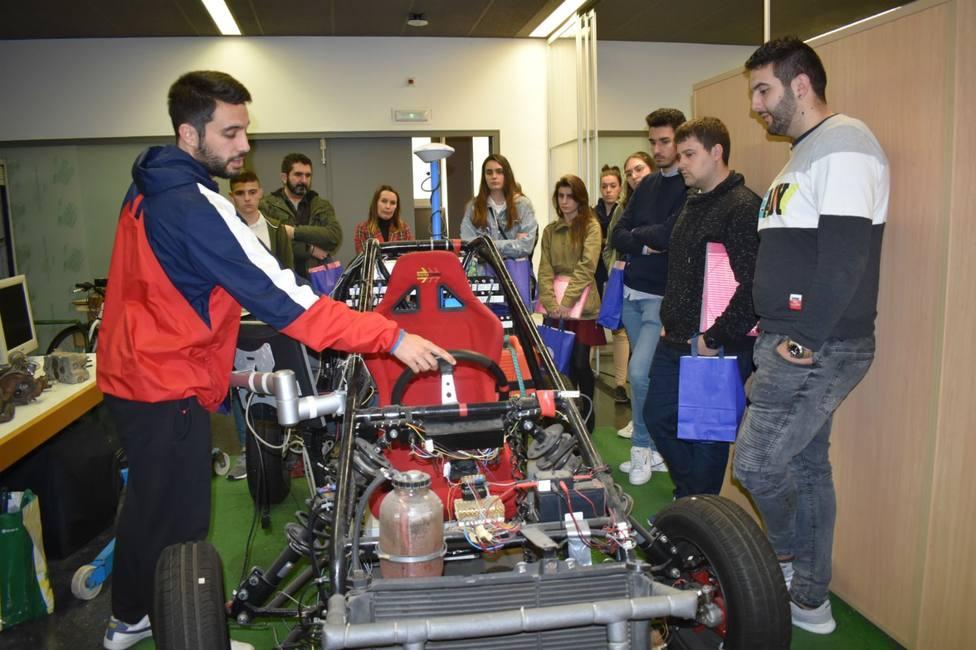Estudiantes del CIFP Ferrolterra visitan el Laboratorio de Ingeniería Mecánica situado en Campus de Esteiro