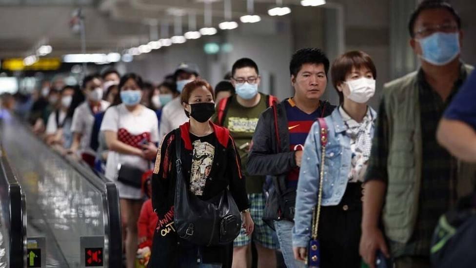 Un nuevo brote de coronavirus agrava la situación en China: 106 muertos y 4.275 casos confirmados