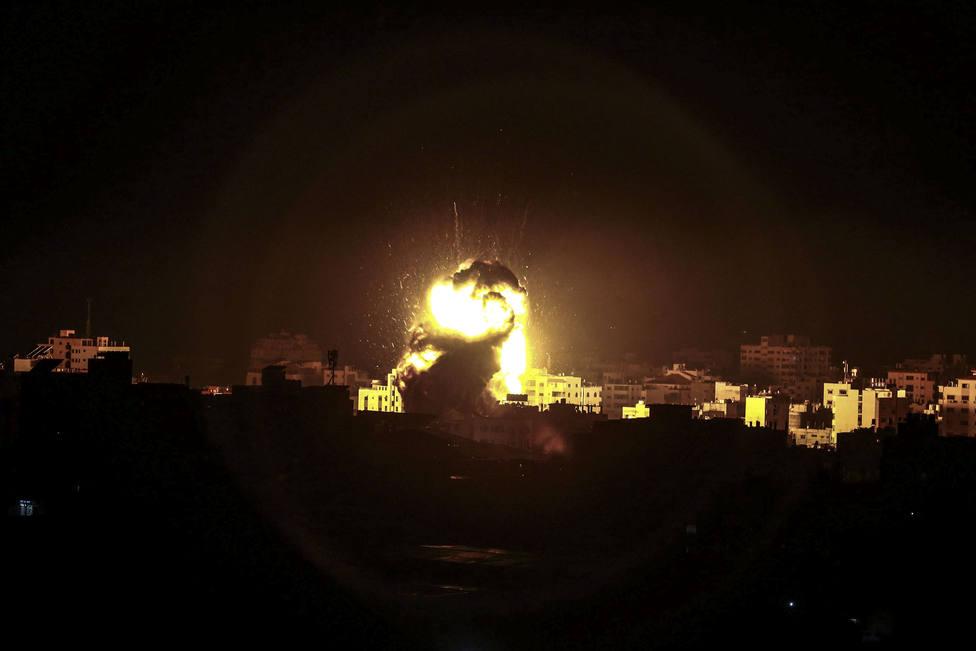 Israel ataca varios puestos militares de Hamás en respuesta a un cohete lanzado desde Gaza