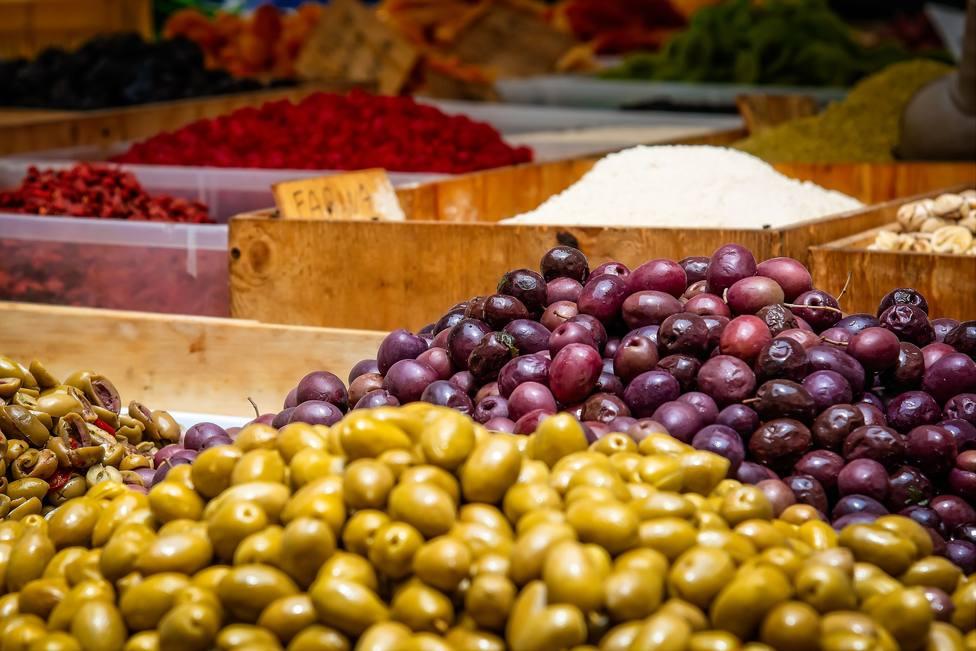 Cada mercado municipal de Málaga deberá destinar la mitad de sus puestos a productos frescos