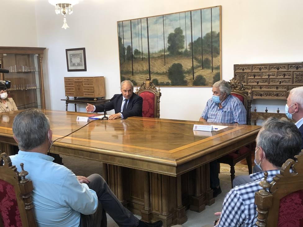 Firma del nuevo convenio entre Diputación de Lugo y federación vecinal