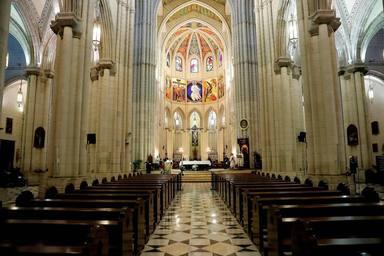 Interior catedral Almudena
