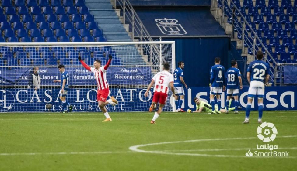 Los jugadores del Almería celebran el gol de la victoria