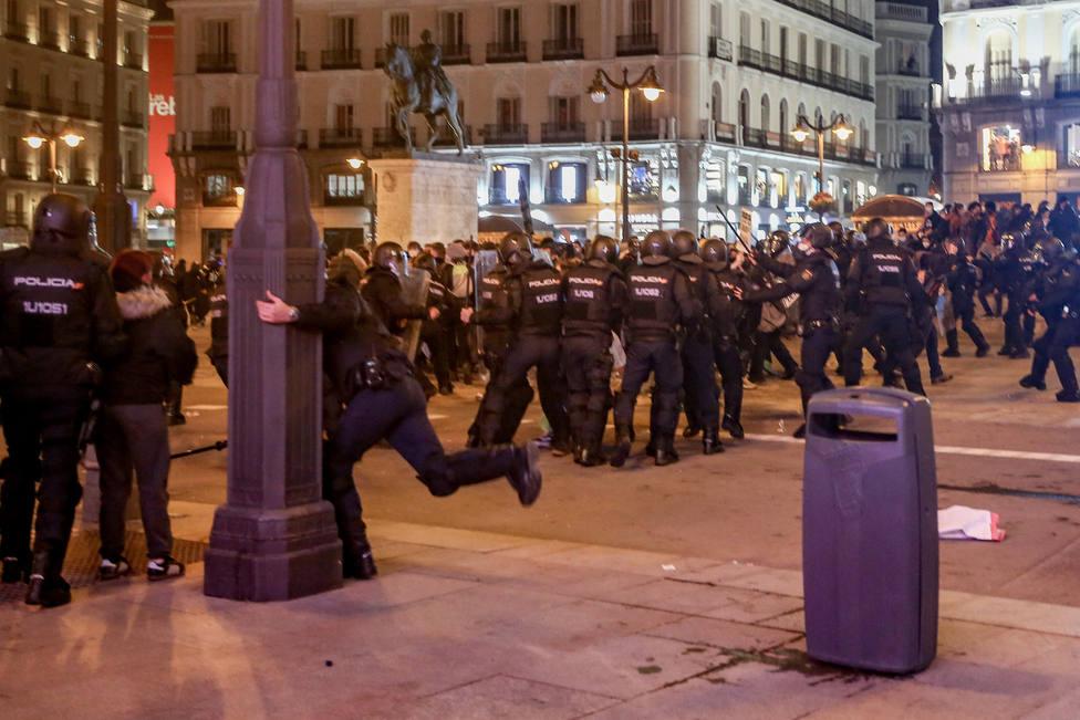 El juez deja en libertad a 13 de los 19 detenidos en los disturbios de Madrid en apoyo a Pablo Hasél