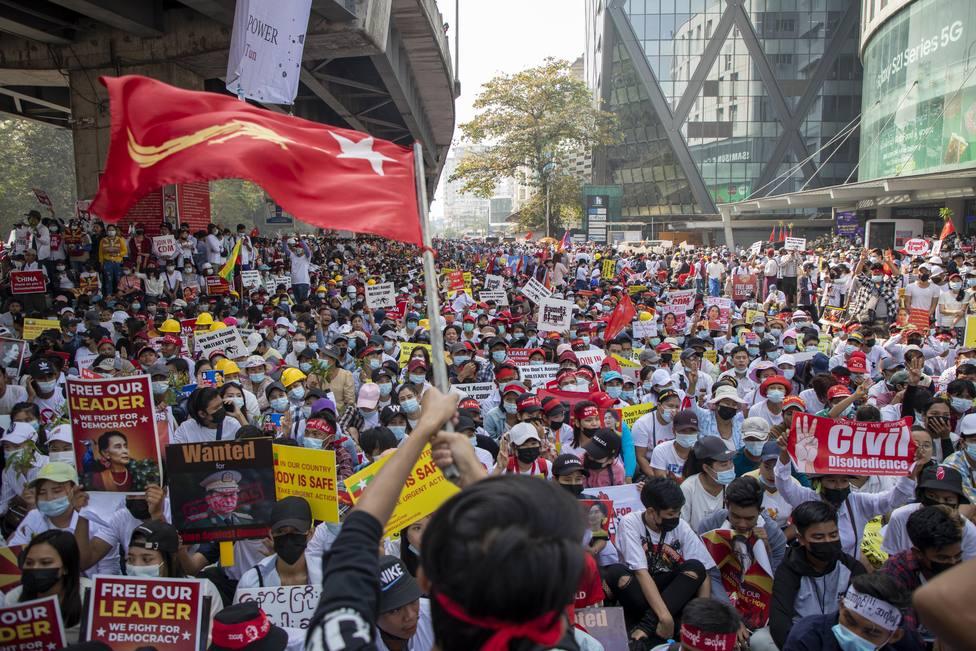 La Unión Europea condena la oleada de represión en Birmania