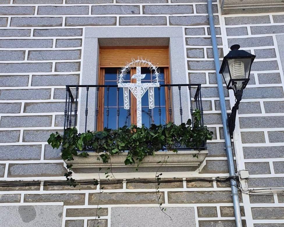 Añora reedita las Cruces de Balcón ante otro año sin la Fiesta de la Cruz