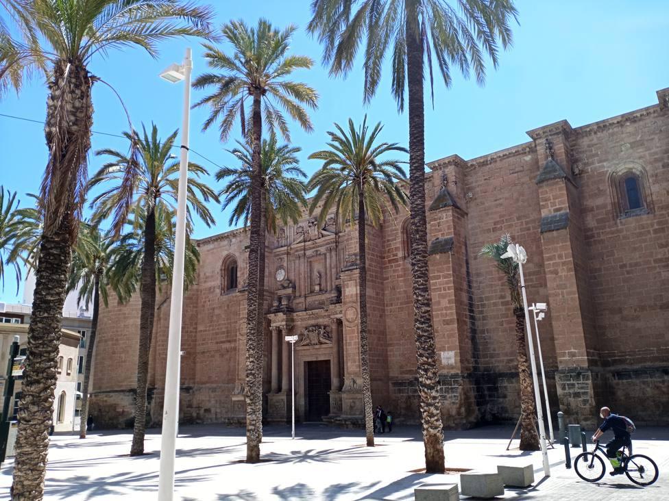 Adjudican los trabajos de iluminación de la Plaza de la Catedral de Almería y la ornamental del monumento