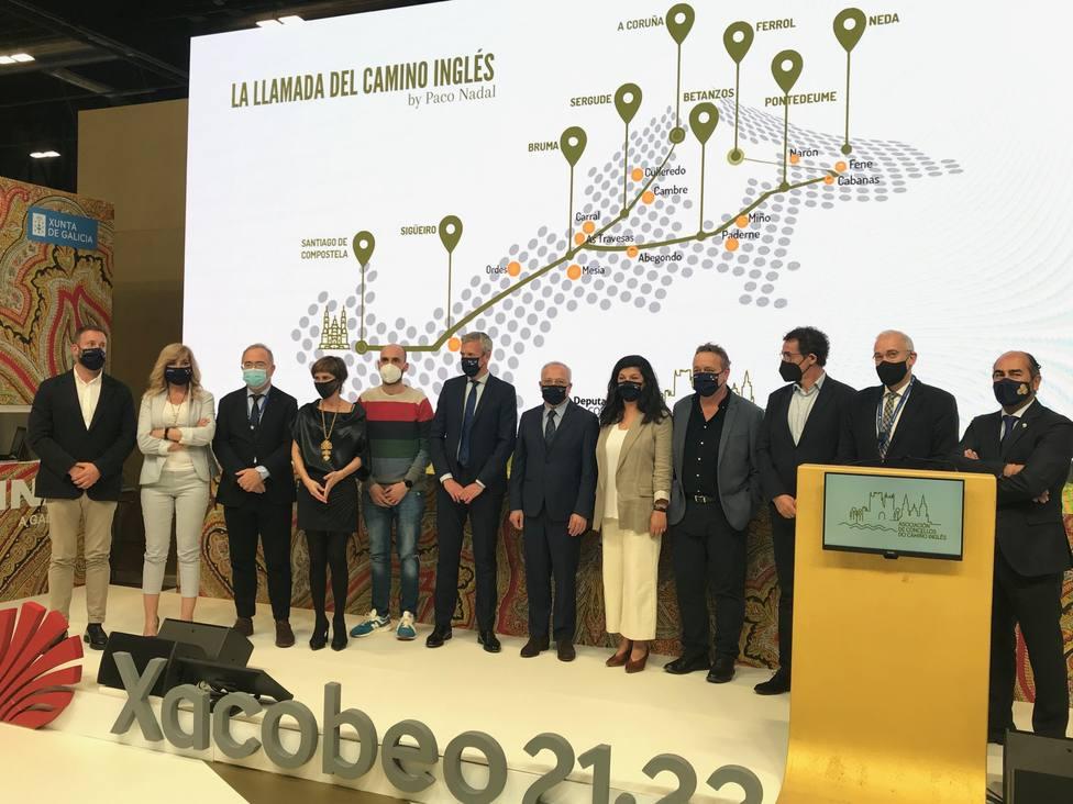 Representantes municipales con Rueda tras la presentación del Camino Inglés - FOTO: Xunta