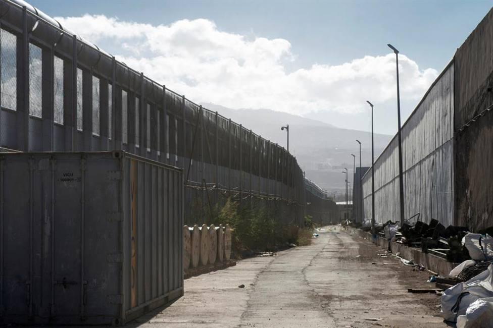 300 magrebíes Intentan cruzar la valla de Melilla, de los que al menos 40 han conseguido entrar