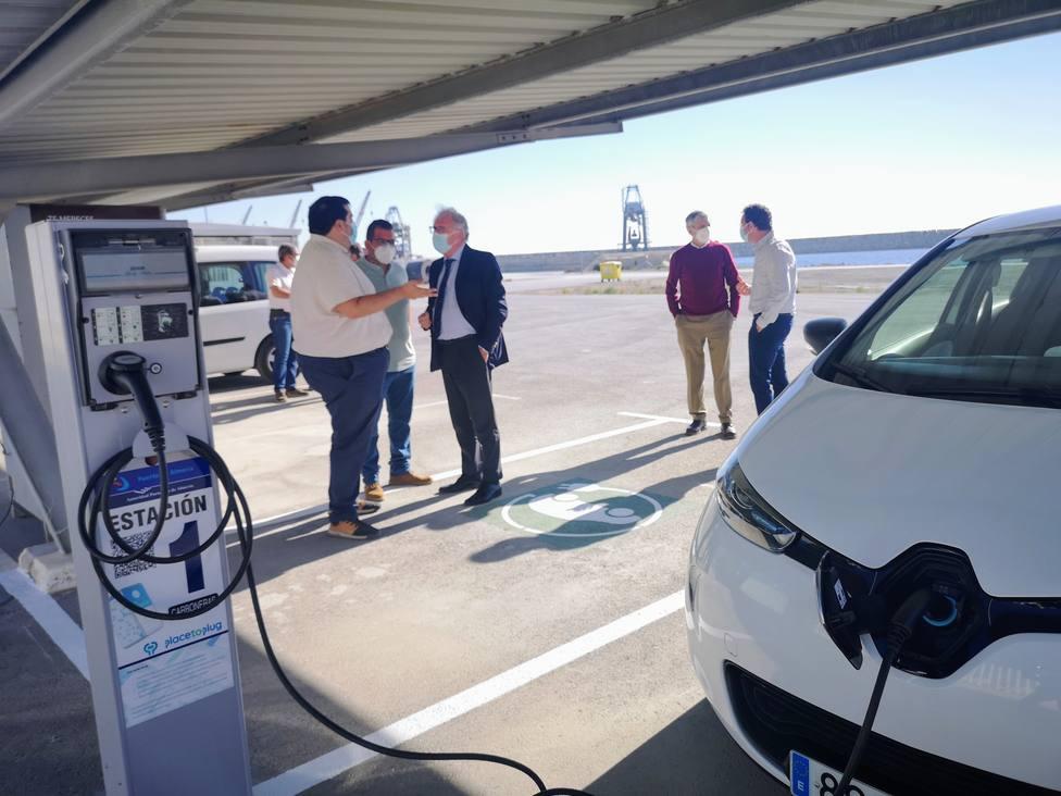 El Puerto de Carboneras abre dos puntos de recarga de vehículos eléctricos para uso público