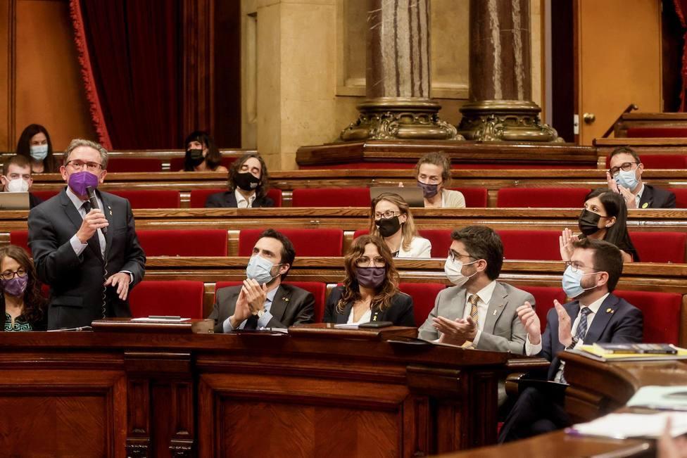 Tres miembros del ICF dimiten antes de activar los avales a los exaltos cargos catalanes