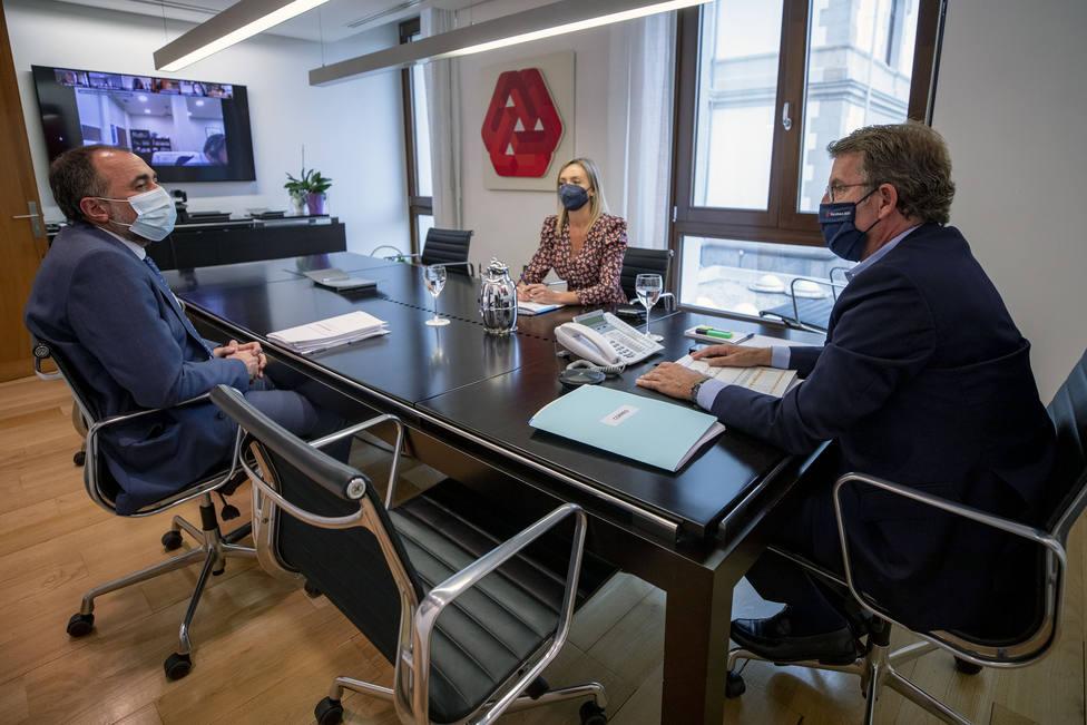 Los conselleiros de Sanidade y Política Social con Feijóo durante el comité - FOTO: Ana Varela / Xunta