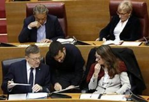 El conseller Marzà con Puig y Oltra