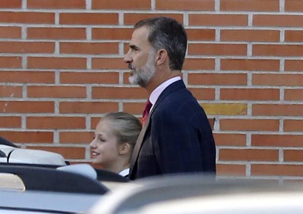 Felipe VI y la Princesa Leonor a su llegada al colegio Santa María de los Rosales