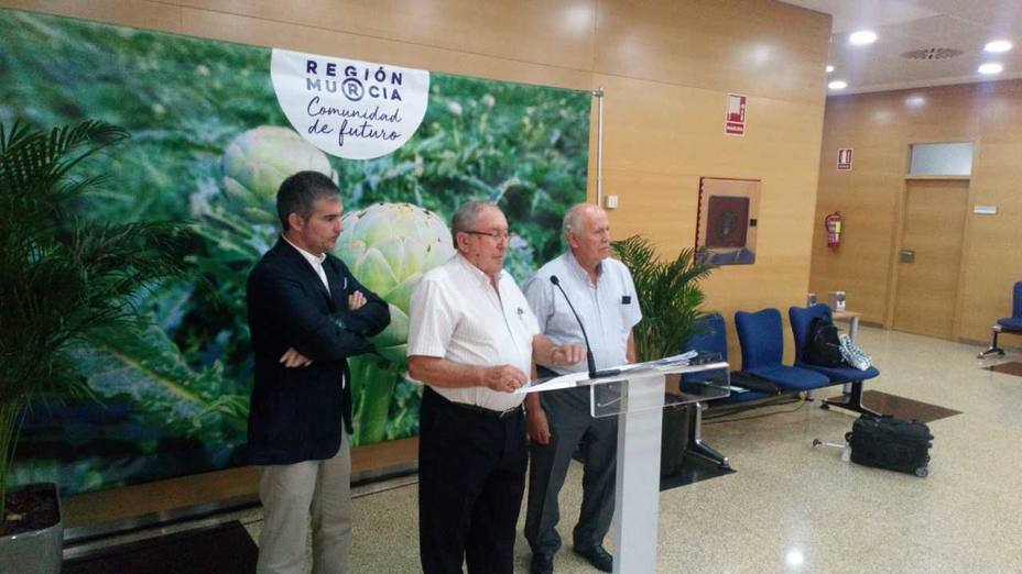 El Consejero de Agricultura apoya la idea del uso de bancos de agua