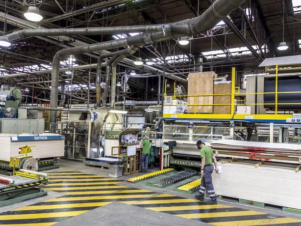 interior de una de las fábricas de Garnica