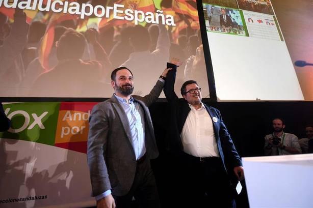 Abascal y Serrano celebran sus 12 escaños