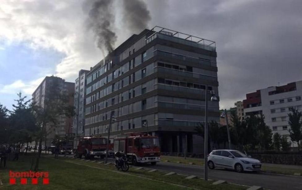 Los Mossos investigan la explosión que ha causado el incendio de Terrassa (Barcelona)