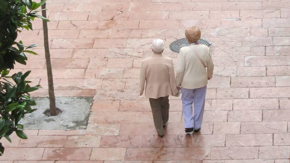 Mayores paseando por Oviedo