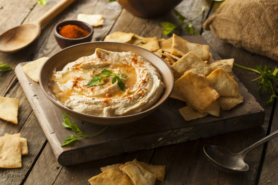 El terrible error que cometes al comer hummus y que debes tener en cuenta