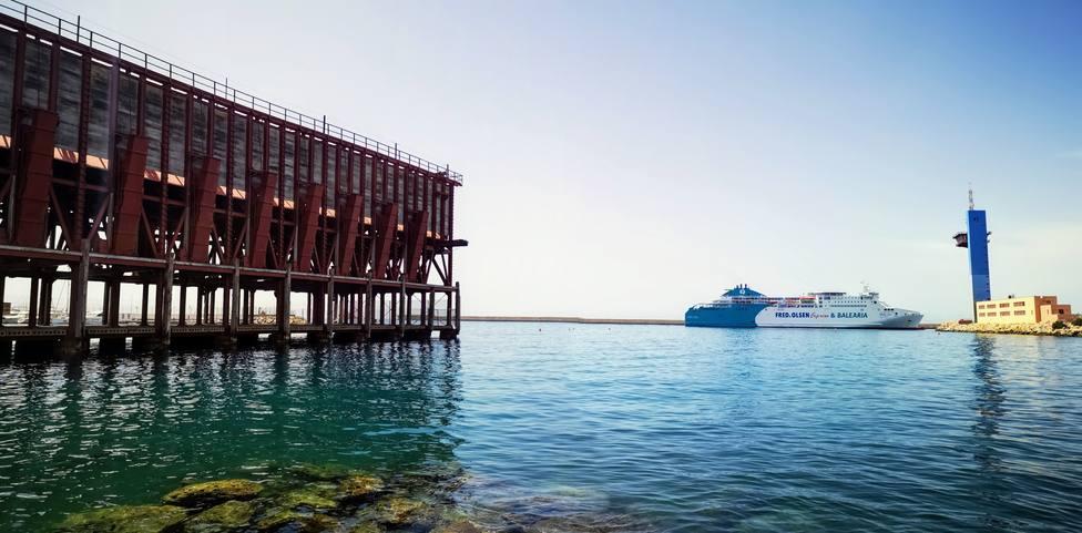 Ocho servicios de ferri operarán entre Almería y Melilla hasta el próximo día 5 de julio