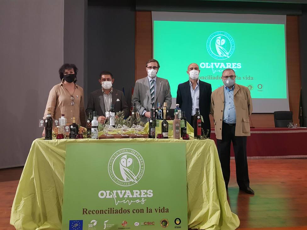 Presentados los primeros AOVEs con el sello de garantía Olivares Vivos