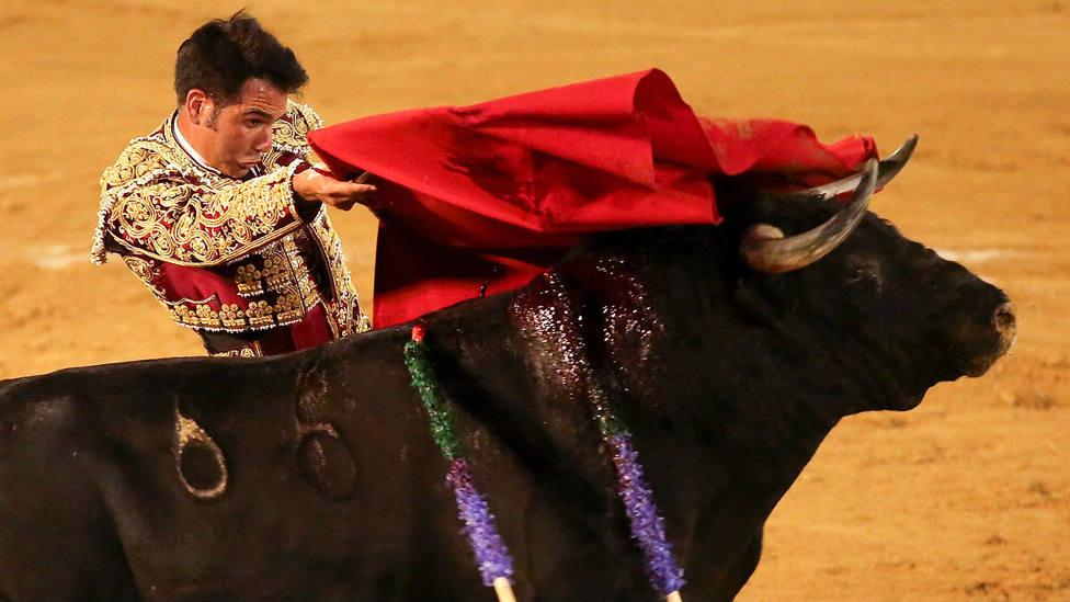 Pase de pecho de Salvador Vega durante su actuación en Estepona
