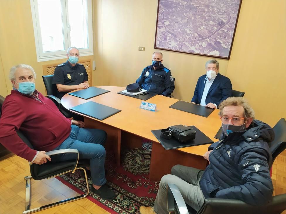 Comerciantes y hosteleros piden a la Policía un cumplimiento estricto de las normas Covid-19