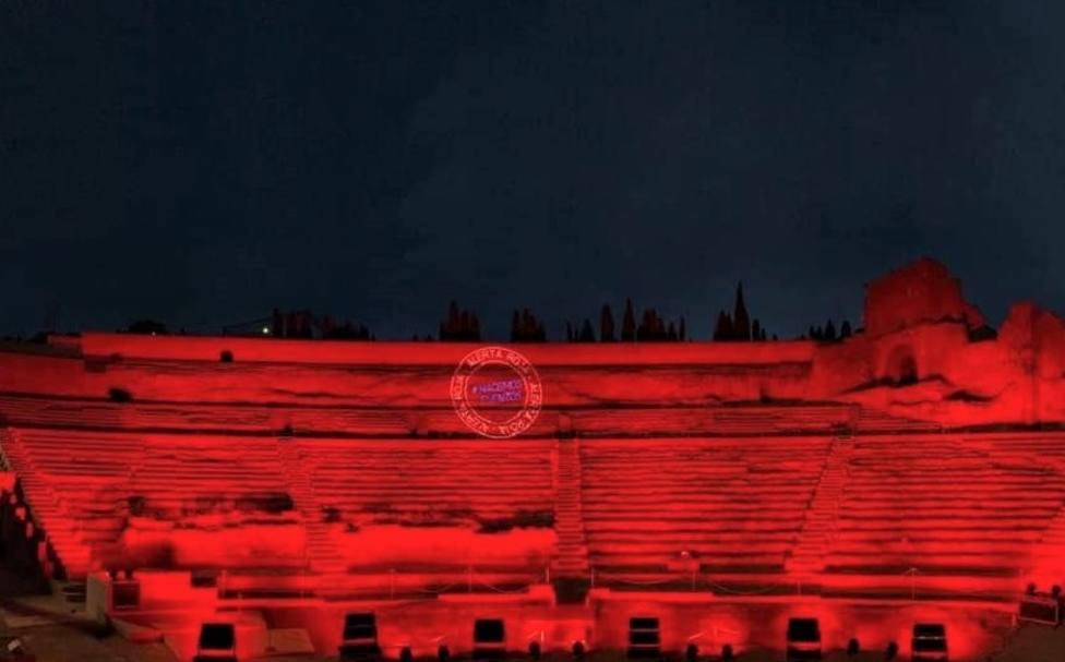 Edificios y monumentos de Cartagena iluminados de rojo en apoyo a la cultura y los eventos