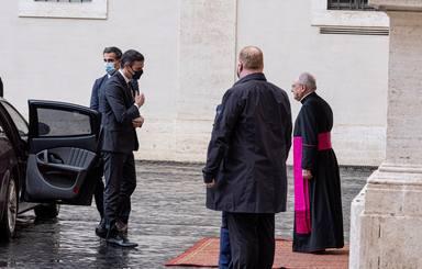 Sánchez llega puntual al Vaticano para su encuentro con el Papa Francisco
