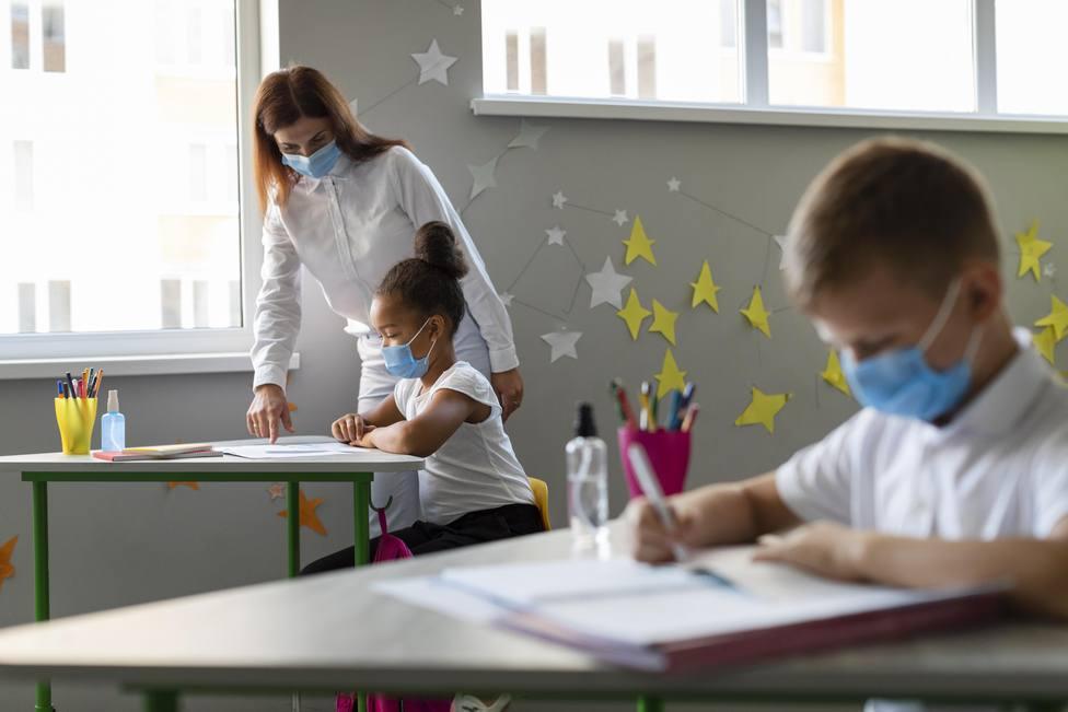Cierra el colegio de Mataelpino por un brote de coronavirus   Freepik