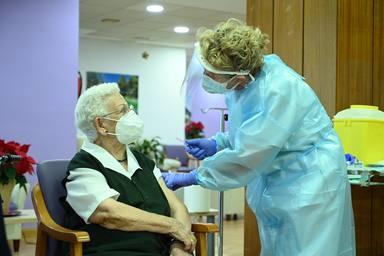 Araceli, d'abord vacciné contre le covid en Espagne