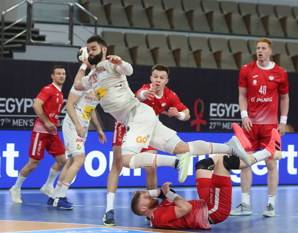 España salva su primera final con una agónica victoria ante Polonia