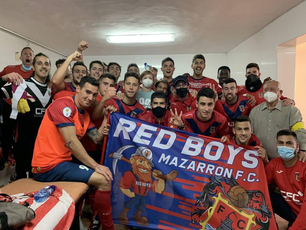 El Mazarrón FC gana 2-0 al Ciudad de Murcia y logra la permanencia en Tercera