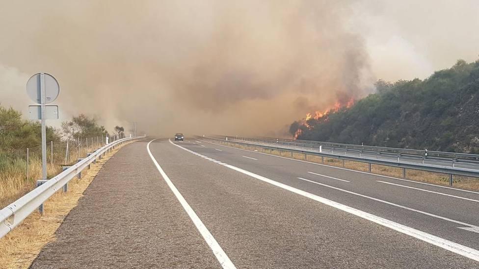 Incendio cerca de la autovía Rías Baixas