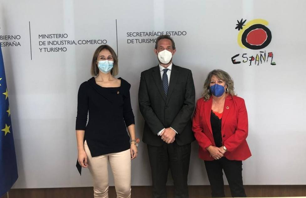 Montserrat García, Elena López y Fernando Valdés. FOTO: Concello de As Pontes