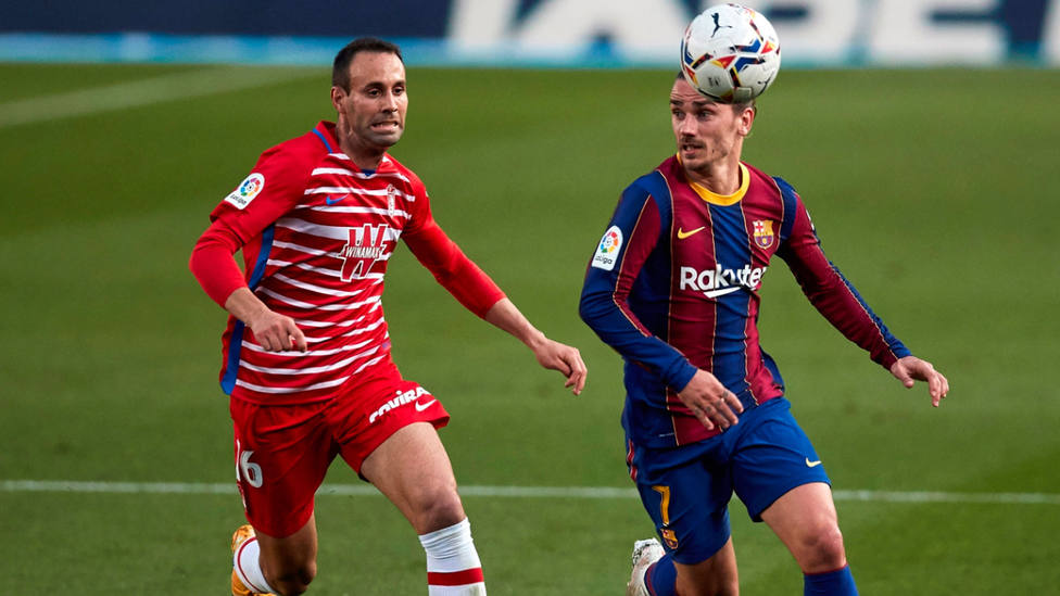 Víctor Díaz, capitán del Granada, en el partido frente al Barcelona. EFE
